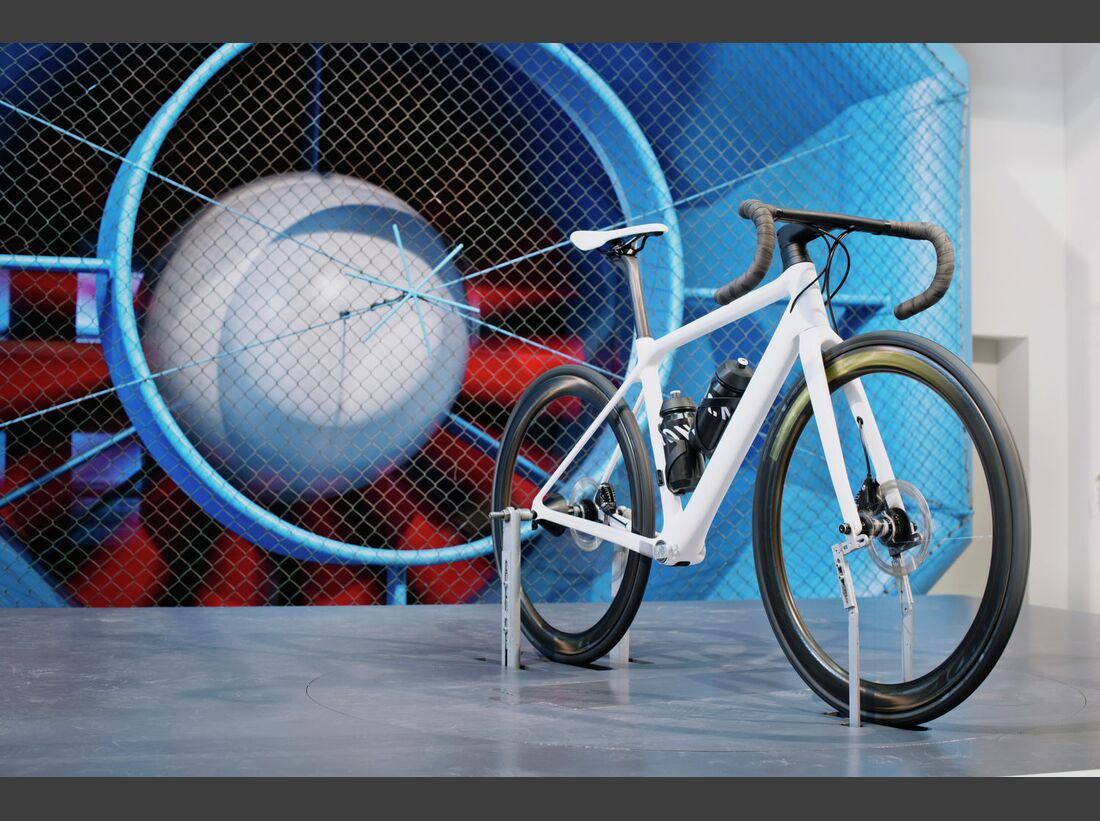 rb-2017-canyon-ultimate_wmn_cf_slx_wind_tunnel_testing.jpg